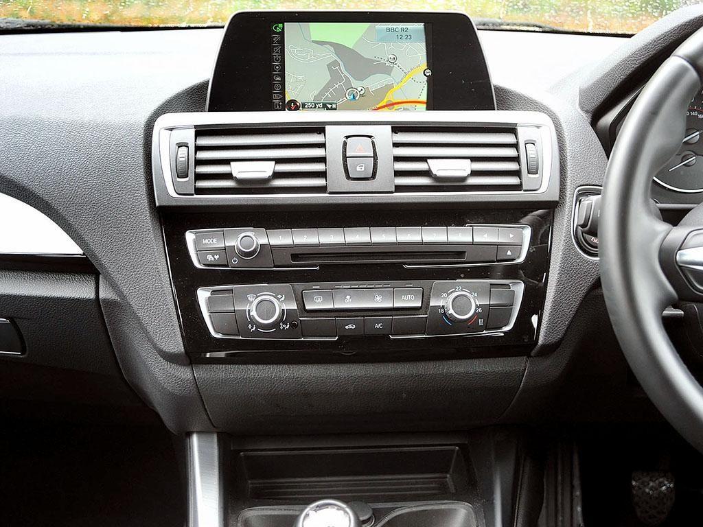 BMW 120d Console